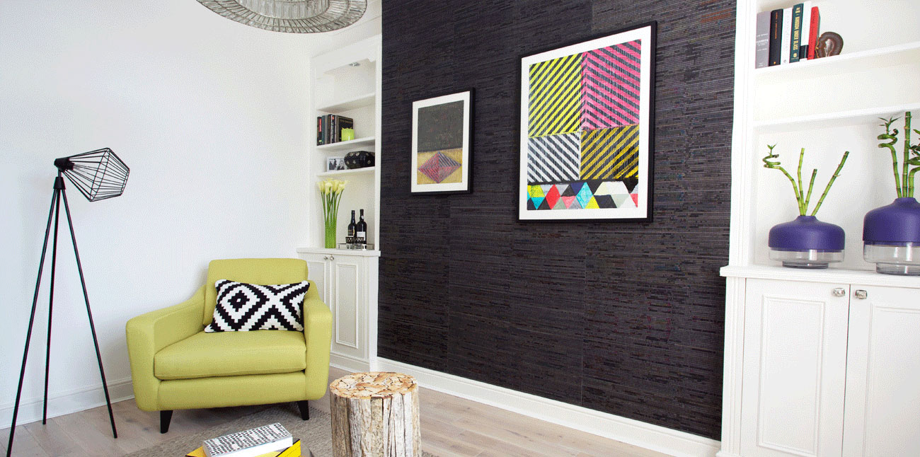 S1-Cassidy-Hughes-Interior-Design-Contemporary-Living-Room-Chartreuse-Chair-Feature-Wallpaper